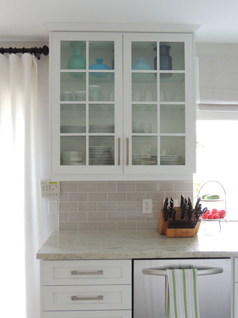 We Also Ended Up Going With A Light Gray Subway Tile White Grout Loved That It S Still Soft Color Complements The Granite Counters